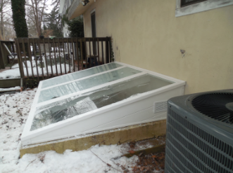 Egress Cover with a Rectangular Side Vent